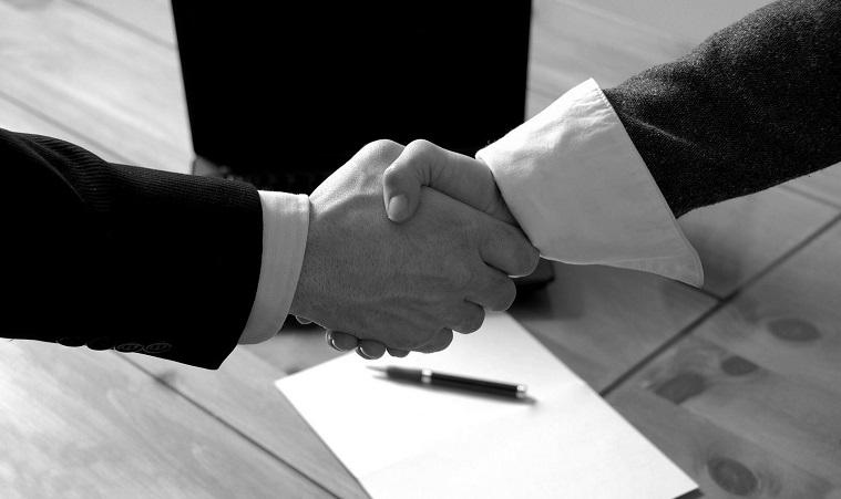 وکیل قراردادها در اصفهان